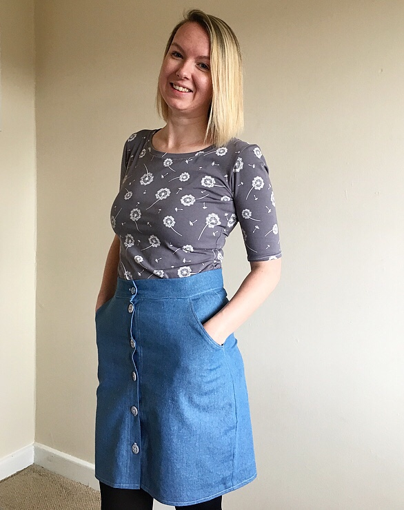 I'm wearing my Tilly and the Buttons Agnes with my Erinnskirt